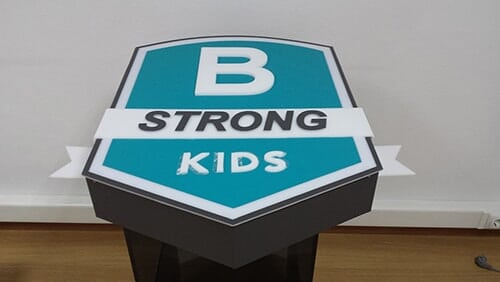 reclamos luminosos - strong kids