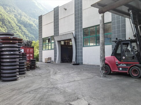 Precision mechanical workshop in Lecco