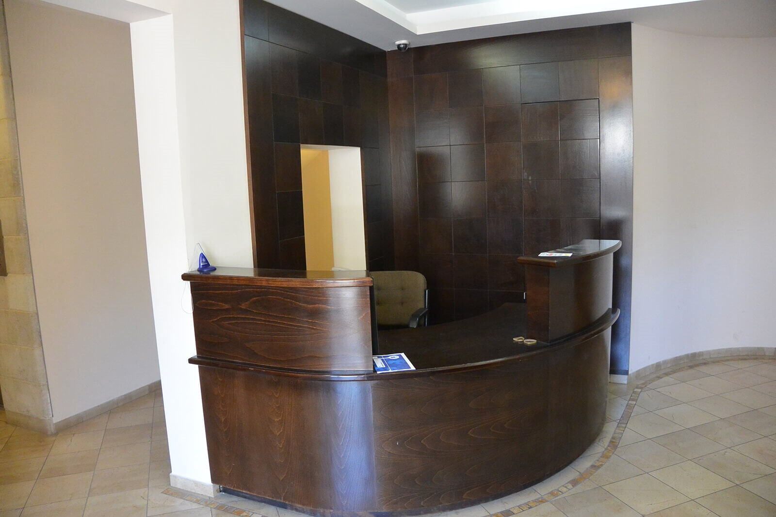 LOBBY CONCIERGE SERVICE AND SECURITY