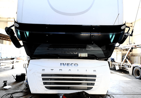 Revisione-camion-iveco-bianco