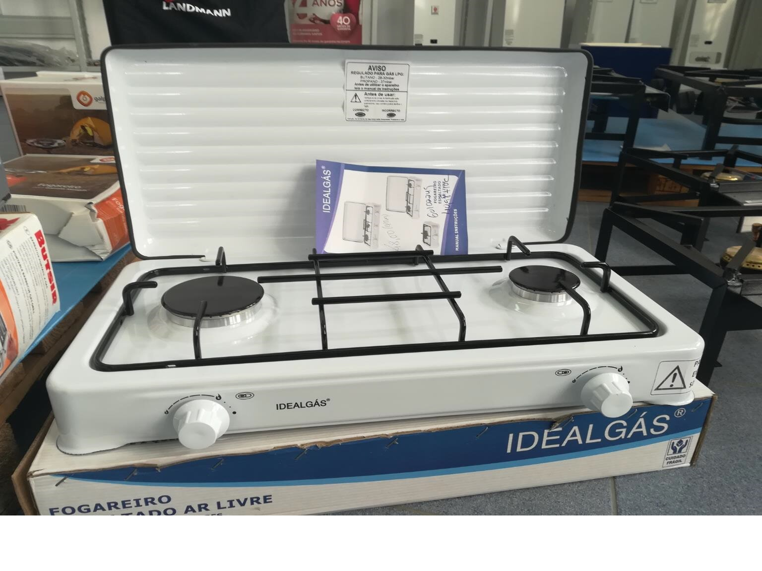 Gas stove with 2 burners; easy to carry