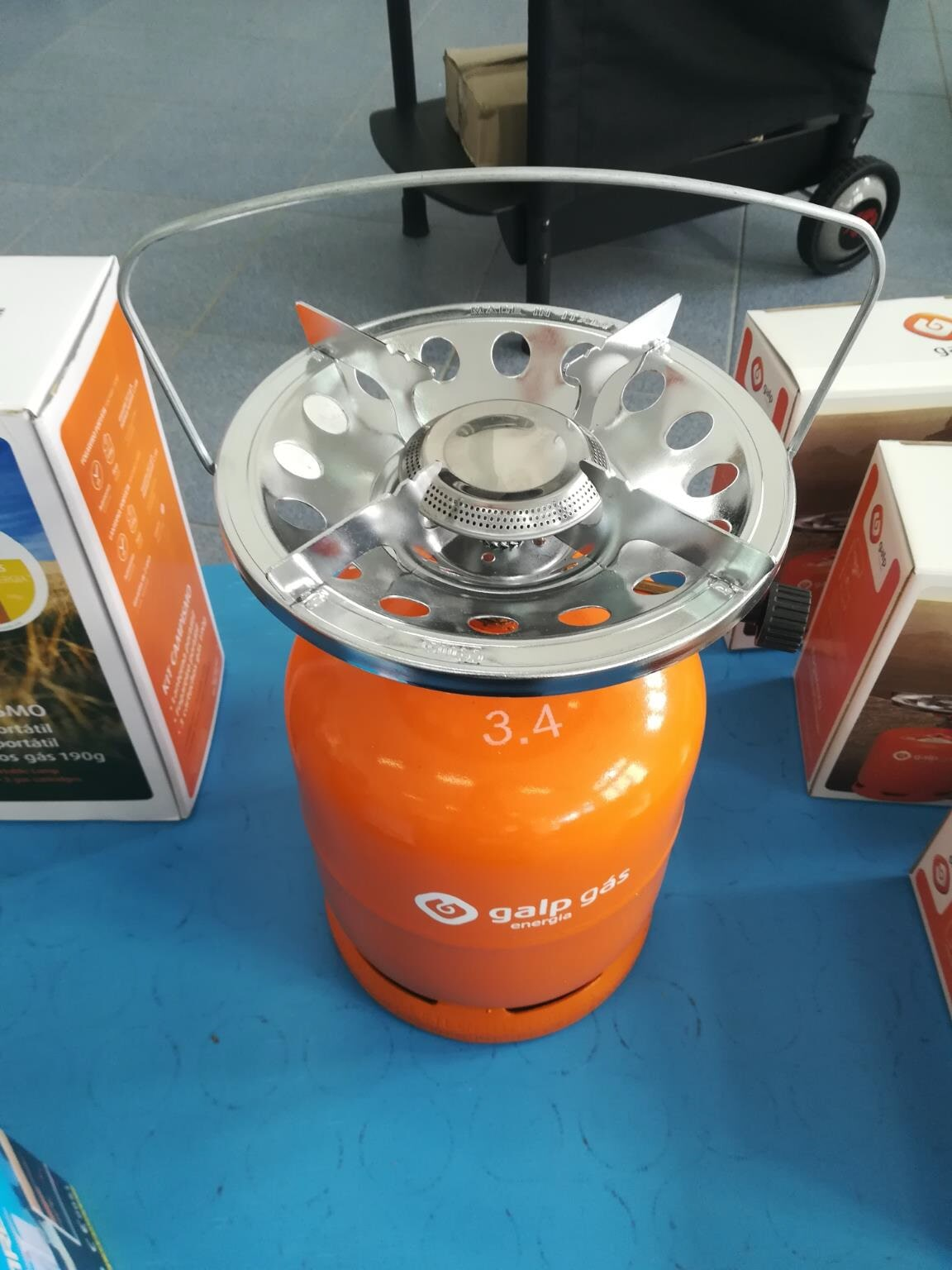 Mini-gas cylinder with stove