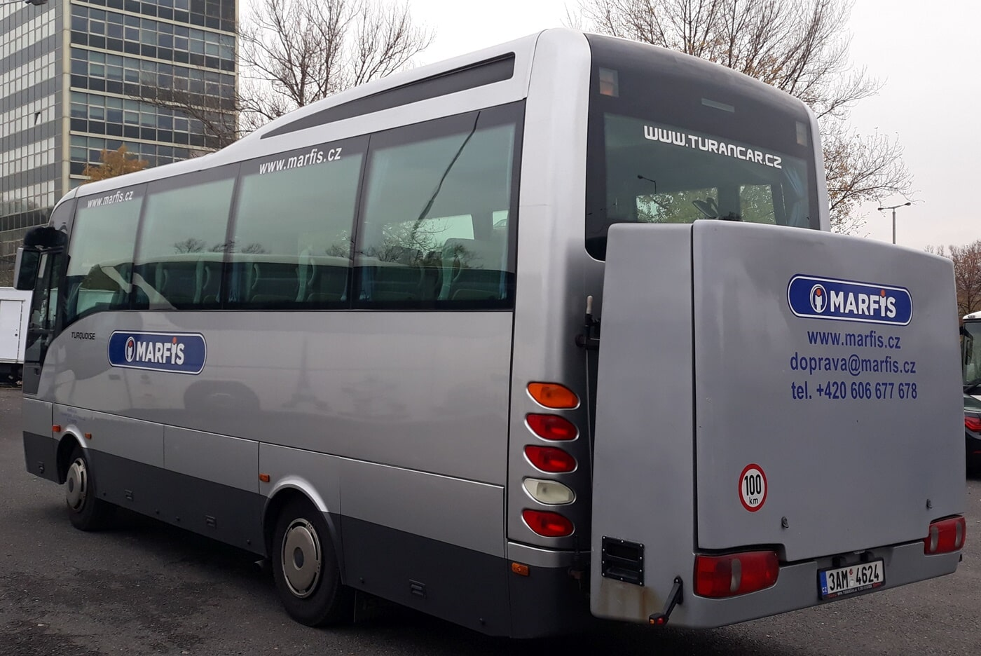 Isuzu - Mini-bus and coach hire in Prague