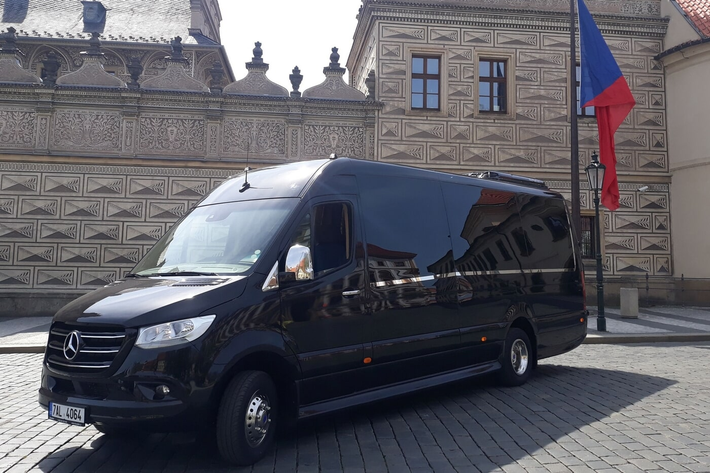 Mercedes-Benz Sprinter 519 CDI-XL - pronájmy mikrobusů a autobusů MARFIS Praha