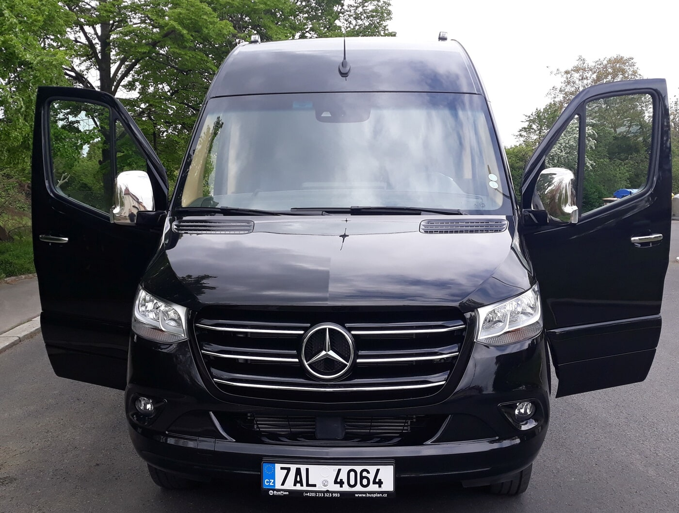 Mercedes-Benz Sprinter 519 CDI-XL - Mini-bus and coach hire in Prague