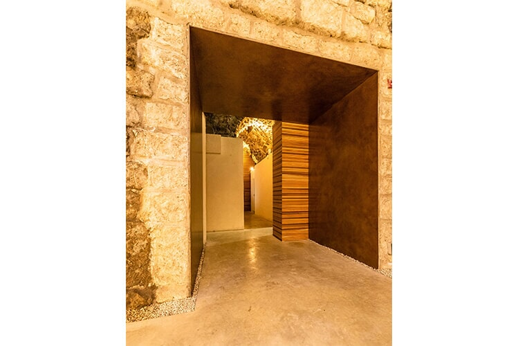 Faux-Corten painting in the Kotel Tunnels, Jerusalem A2