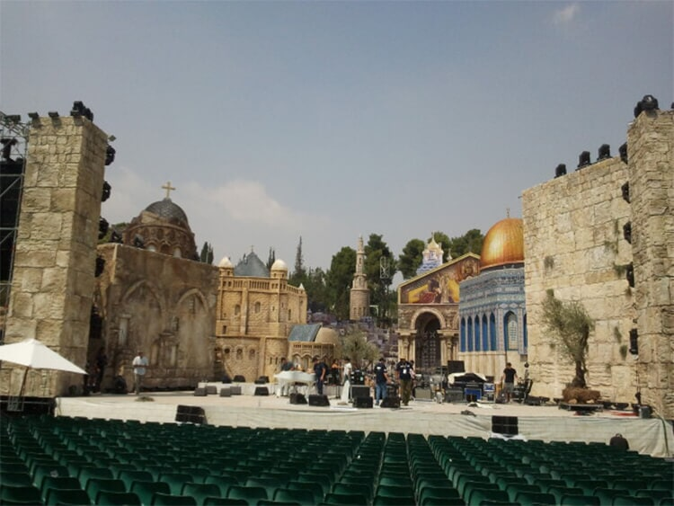 Set for a concert by Roberto Carlos-Israel C4