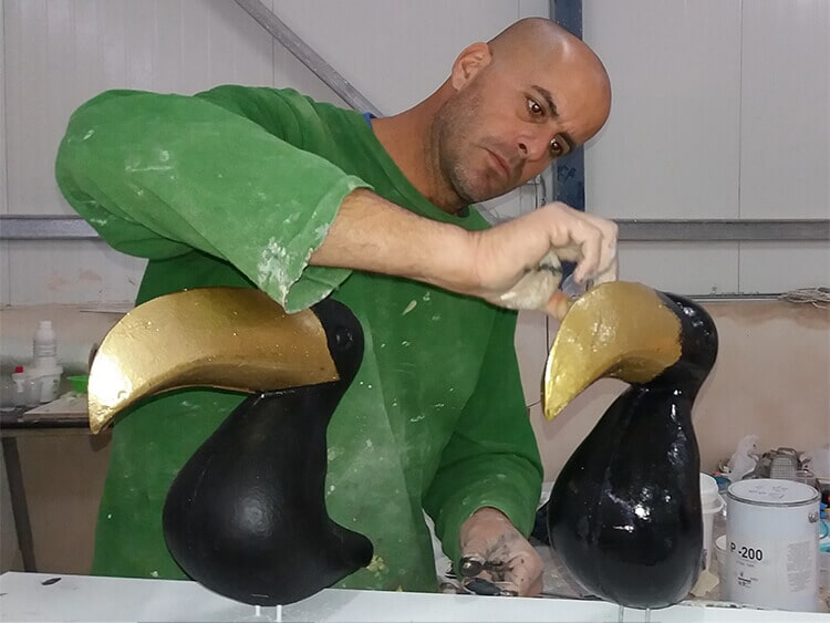 Sculpting toucans for a fashion chain display window  A2
