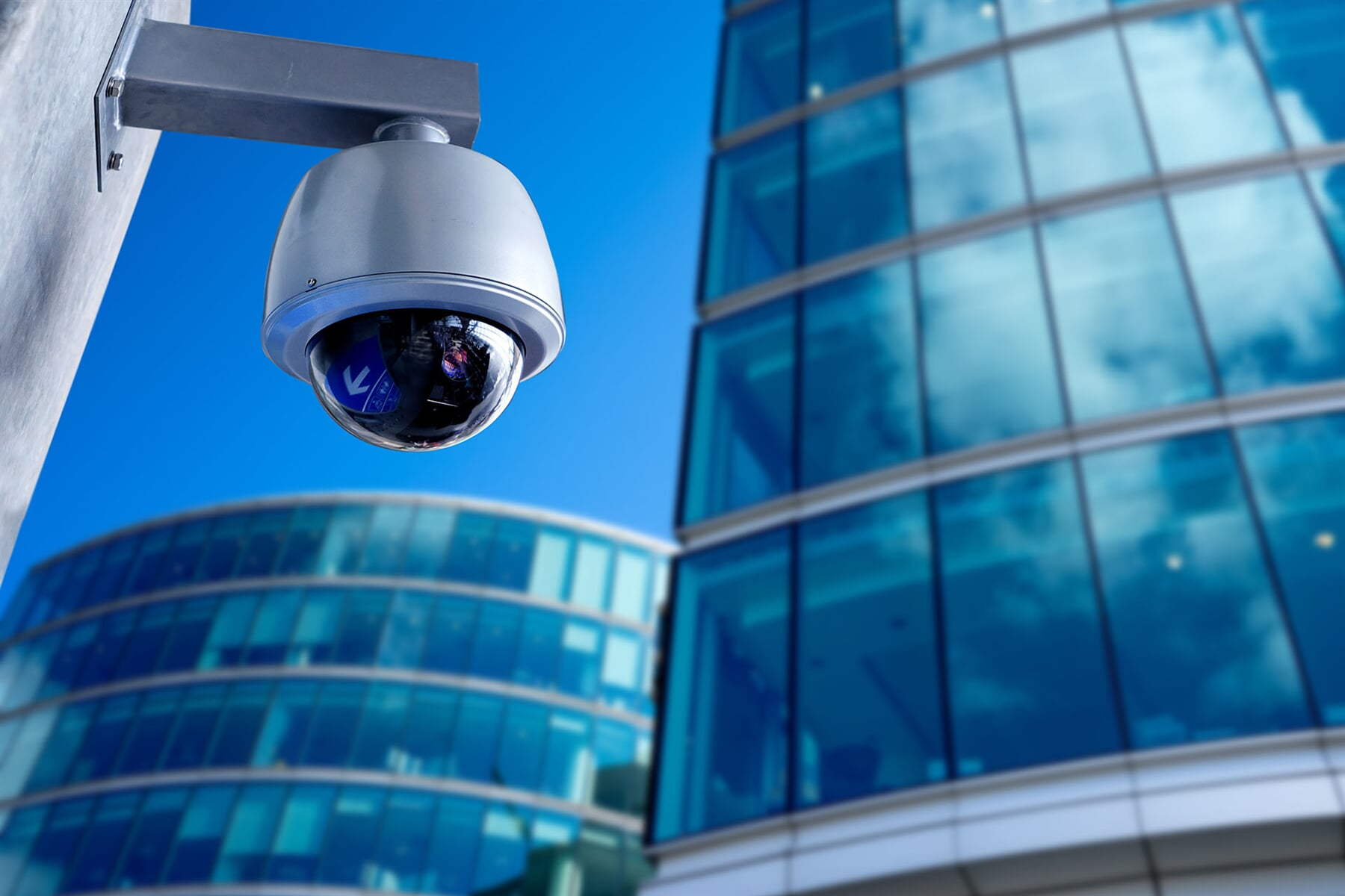 Exterior-security-camera-in-front-of-modern-buildings-466997264_5524x3683