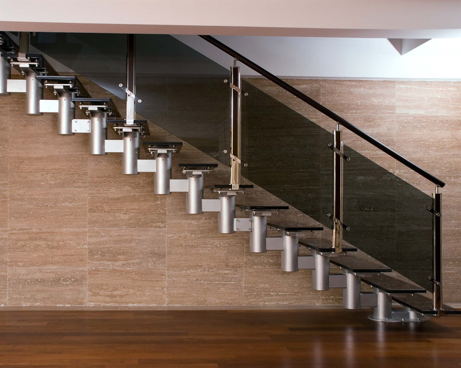 Glass-staircase-94921157_3848x2556 (1)
