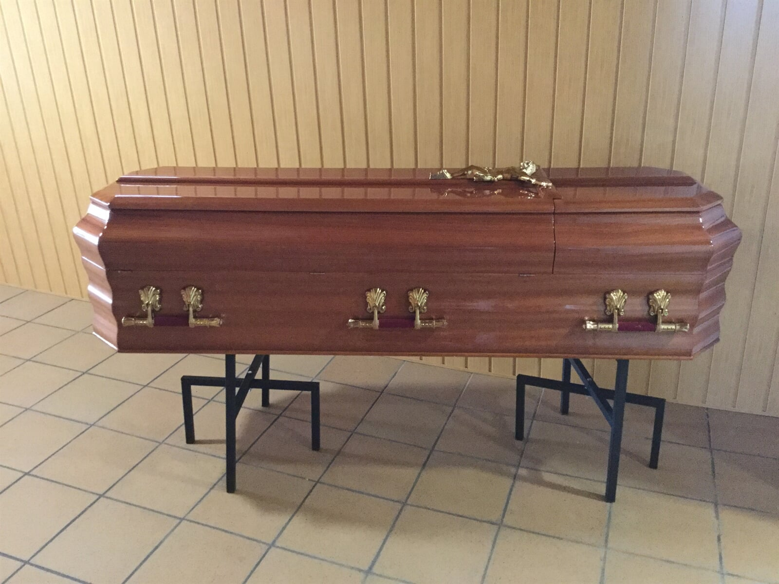 Urns for funerals
