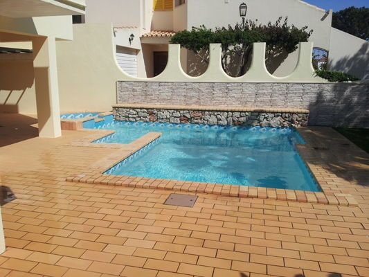 Algarve pool maintenance